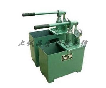 一、SYL手动试压泵产品概述: 本公司生产的手动试压泵是测定受压容器及受压设备的主要测试仪器,最高工作压力可达800千克每毫米,能够正确指出从0到800千克每毫米以内任何阶段的正确压力 来作水压试验。广泛用于锅炉、化工、轻工、建筑安装工程、航天、科学系统、专门试验各种受压容器和受压设备、管道阀门、橡胶管件及其它受压装置进行试压之用。 二、SYL手动试压泵性能特点: 本公司生产的试压泵具有结构紧凑、合理、操作省力、整机重量轻、维修方便,大大地提高工作效率等特点。 三、SYL手动试压泵使用与维修: 1.试压